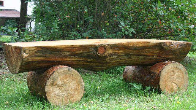 Садовая скамейка из брёвен