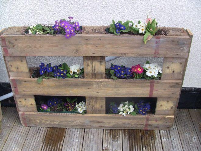 Практичная стойка для цветов