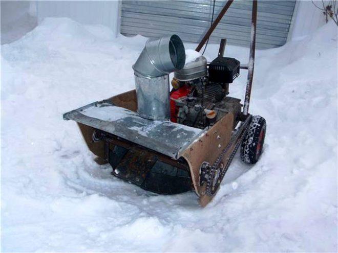 Снегоуборочная машина из бензопилы