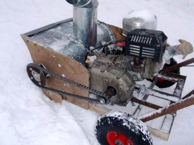 Машинка для уборки снега