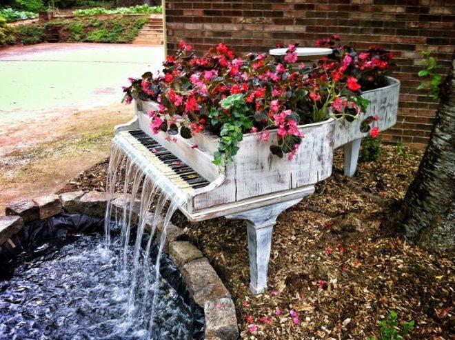 Самодельный водопад из старого рояля