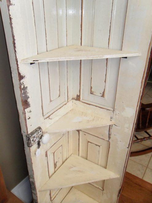 Стеллаж из деревянной двери