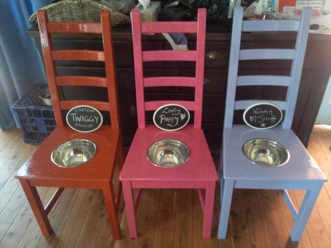 Подставка для собачьей миски из стула