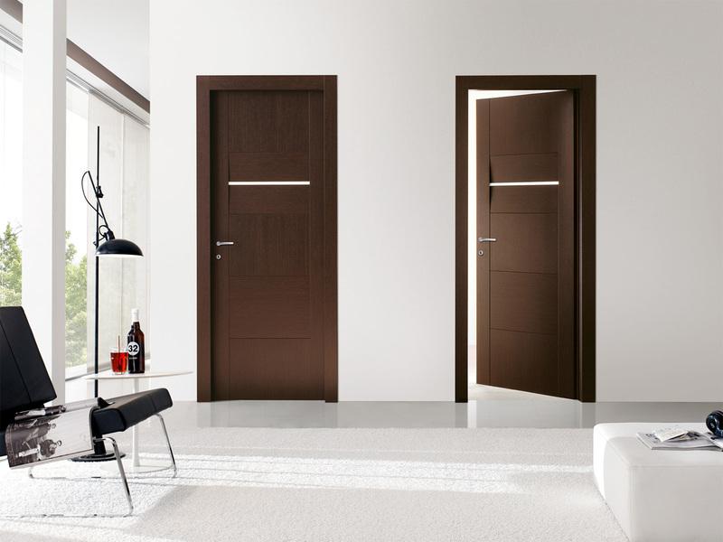 Темные двери и светлый пол