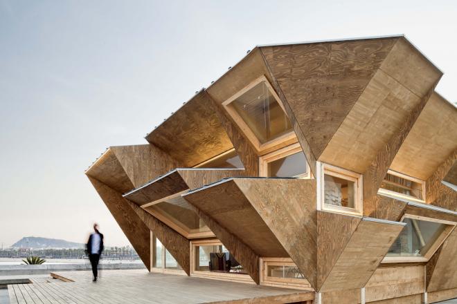 Дом необычной архитектуры