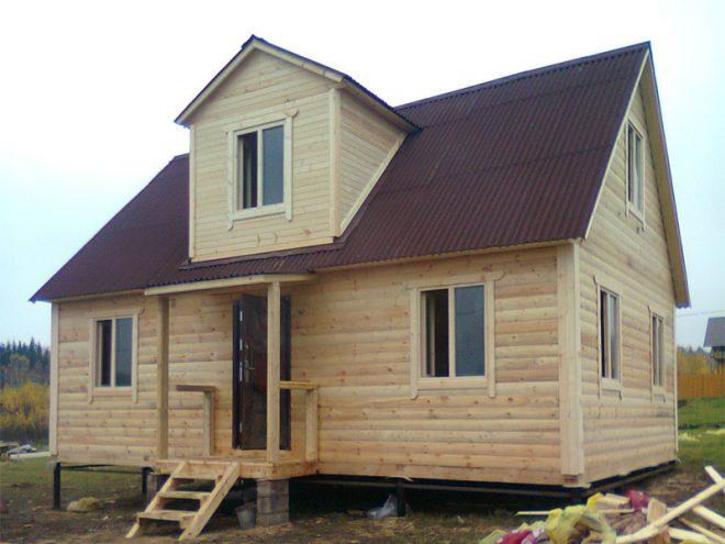 Крыша с кукушкой в строящемся доме