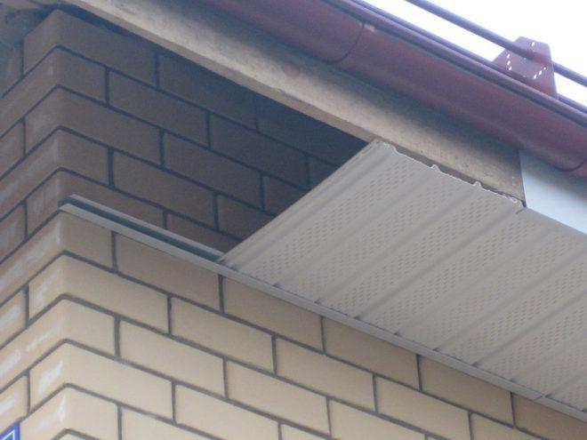 Карниз крыши из металла