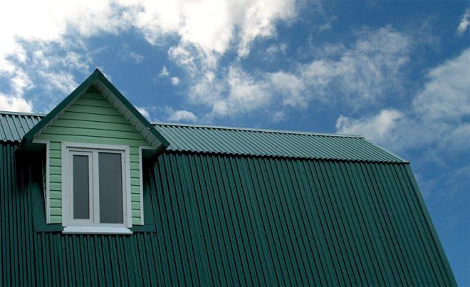 Крыша с покрытием из профнастила
