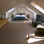 Просторная мансарда-спальня