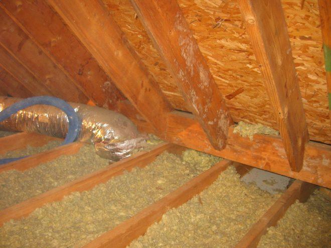 Утепление крыши дома опилками