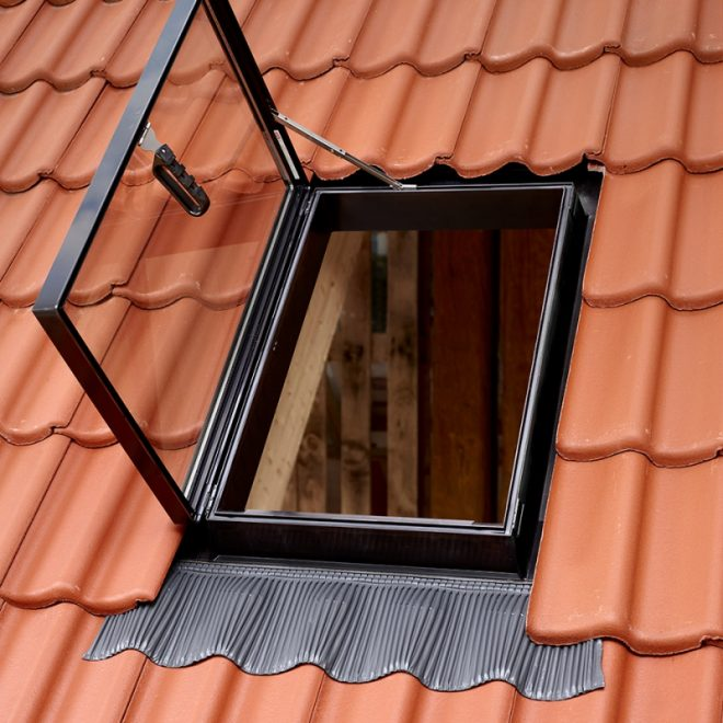 Мансардное окно-люк