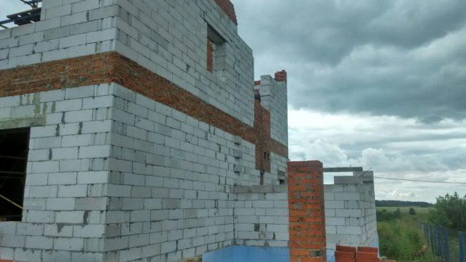 Межэтажный армопояс на здании из газонаполненных блоков