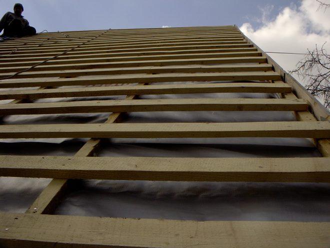 Обрешётка крыши из обрезной доски