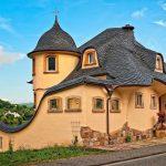 Сказочный домик со сланцевой крышей в Германии