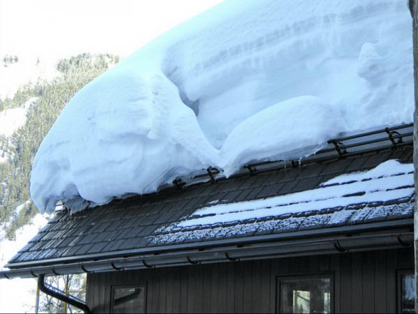 Снегозадержатель в действии
