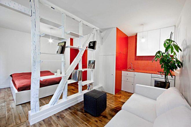Квартира-студия в красных и белых цветах
