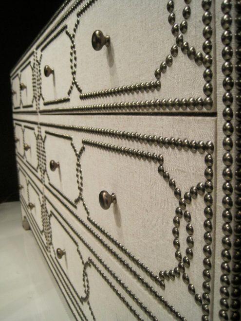 Отделка комода мебельными декоративными гвоздями