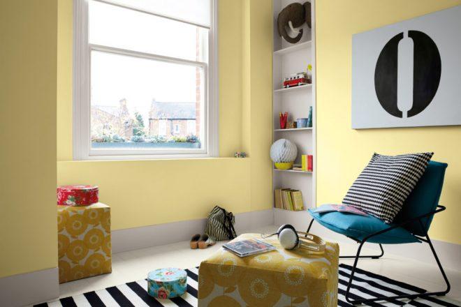 Комната со светло-бежевыми стенами