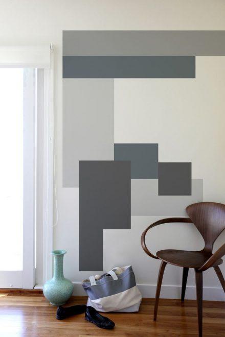 Покраска стены разными оттенками серого цвета