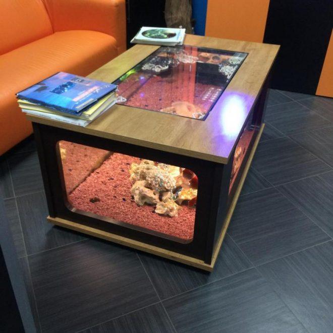 Журнальный столик из старого аквариума