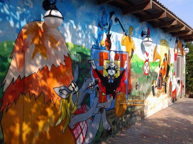 Роспись на фасаде дома