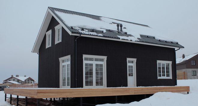 Загородный дом с тёмными фасадами