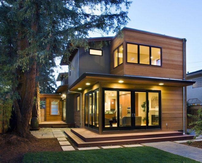 Современный загородный дом с большими окнами
