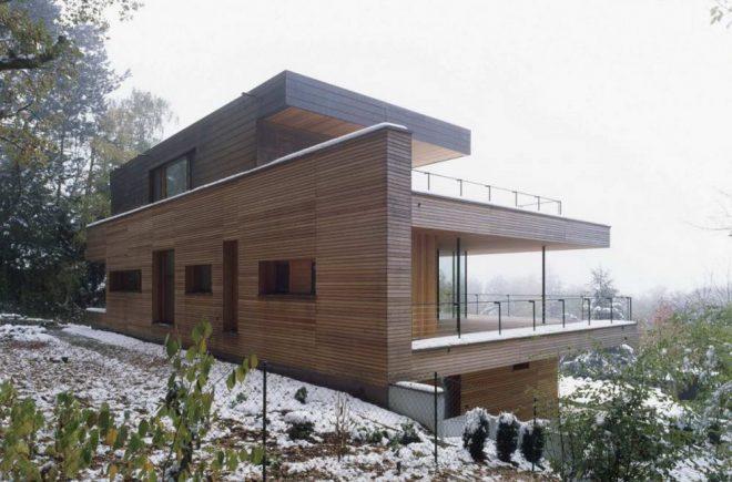 Деревянный жилой дом с плоской крышей