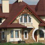Сочетание разных типов крыш в одной многощипцовой конструкции