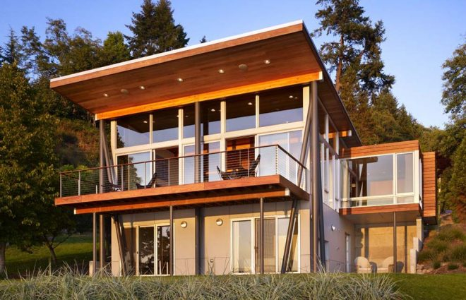 Дачный дом на склоне
