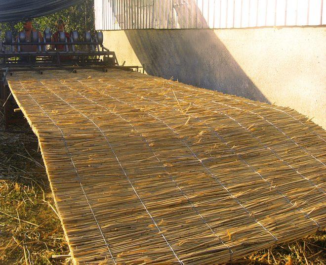 Промышленный станок для изготовления матов камыша