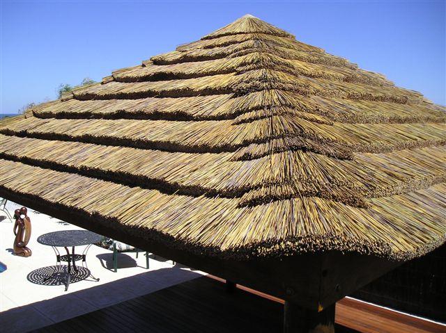 Стреха крыши из камыша