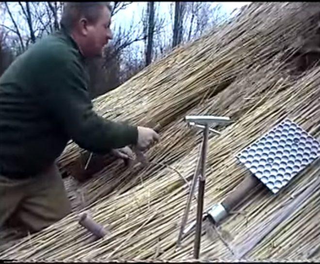 Мотаж соломы с помощью иглы и петли