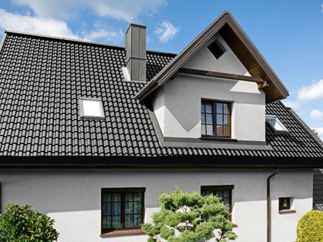 Дом с крышей из металлочерепицы