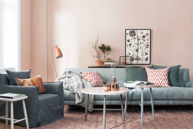 сочетание серого с пастельными оттенками в интерьере гостиной