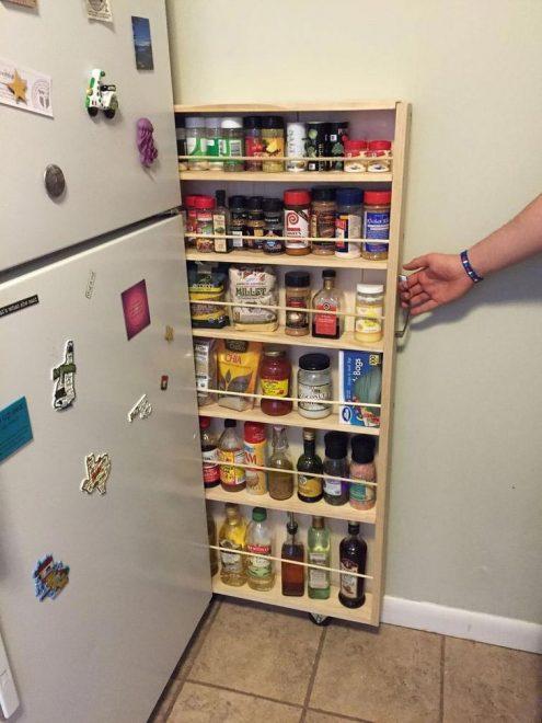 Узкая выдвижная секция для хранения на кухне
