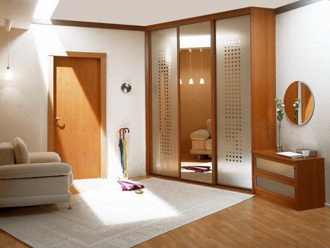 сочетание двери с мебелью