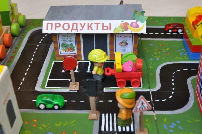 Картонный город с машинками