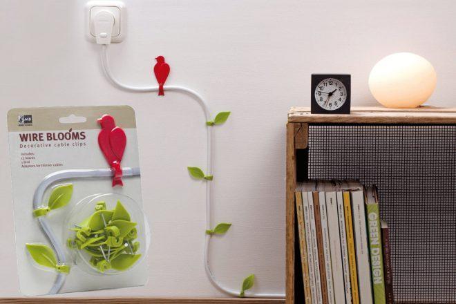 Электропровод в форме ветки дерева, на котором «сидит» пластиковая птичка