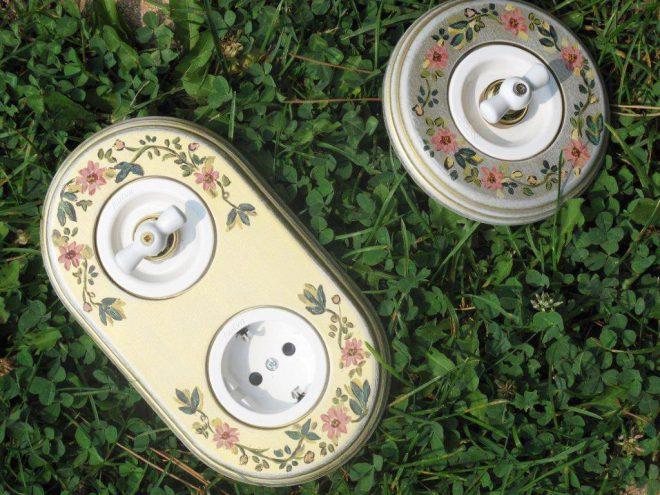 Розетка и выключатели в растительном оформлении