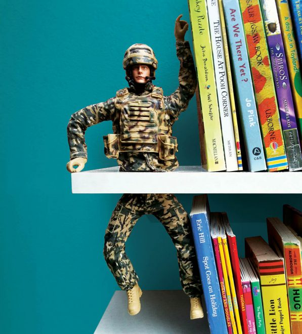 подставка под книги из старой игрушки
