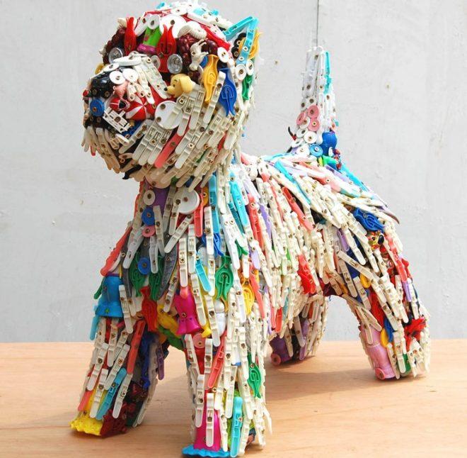 собака из сломанных игрушек