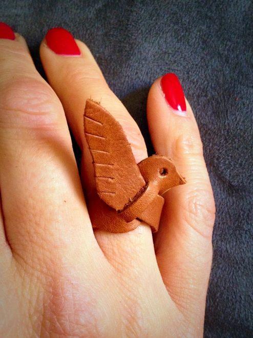 Кольцо из кожи