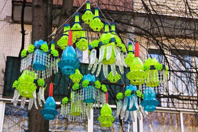украшение двора из пластиковых бутылок