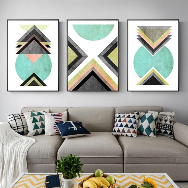 Изображения с геометрическими фигурами на стене в спальне
