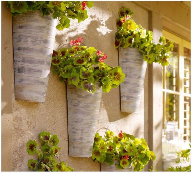 Украшение стены цветочными кашпо
