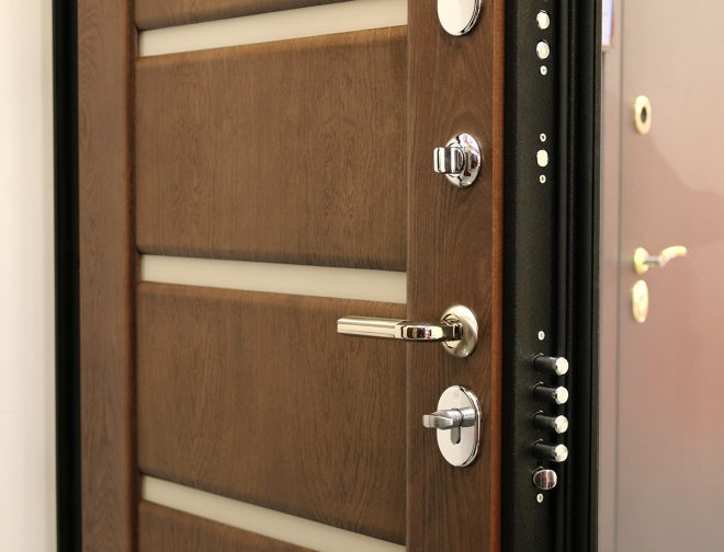 Входная металлическая дверь с внутренней отделкой из МДФ