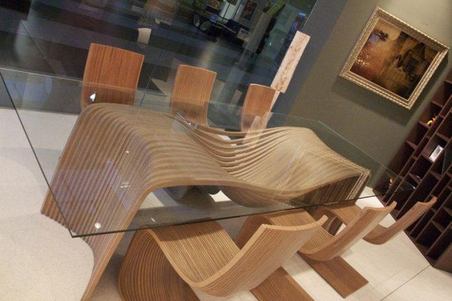 Стол из стекла и фанеры