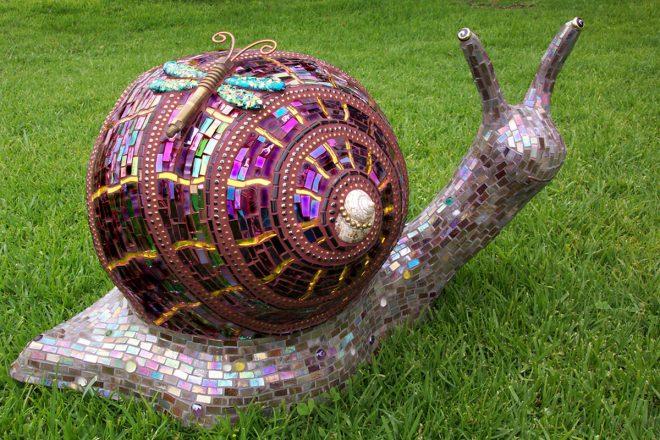 Садовая скульптура улитки