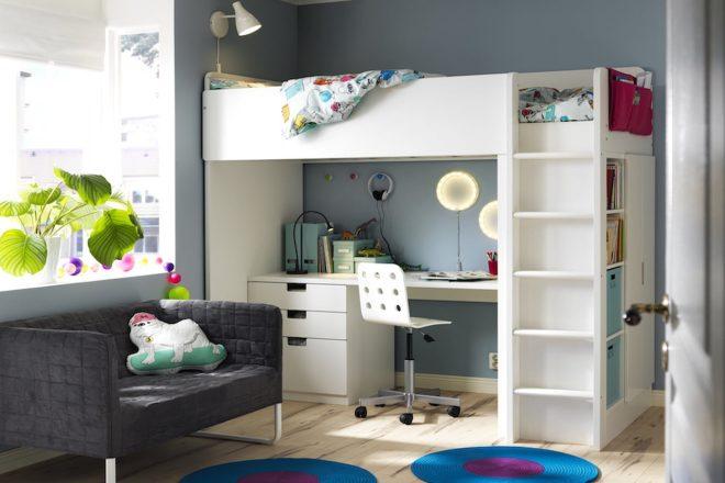 Кровать-чердак и письменный стол школьника